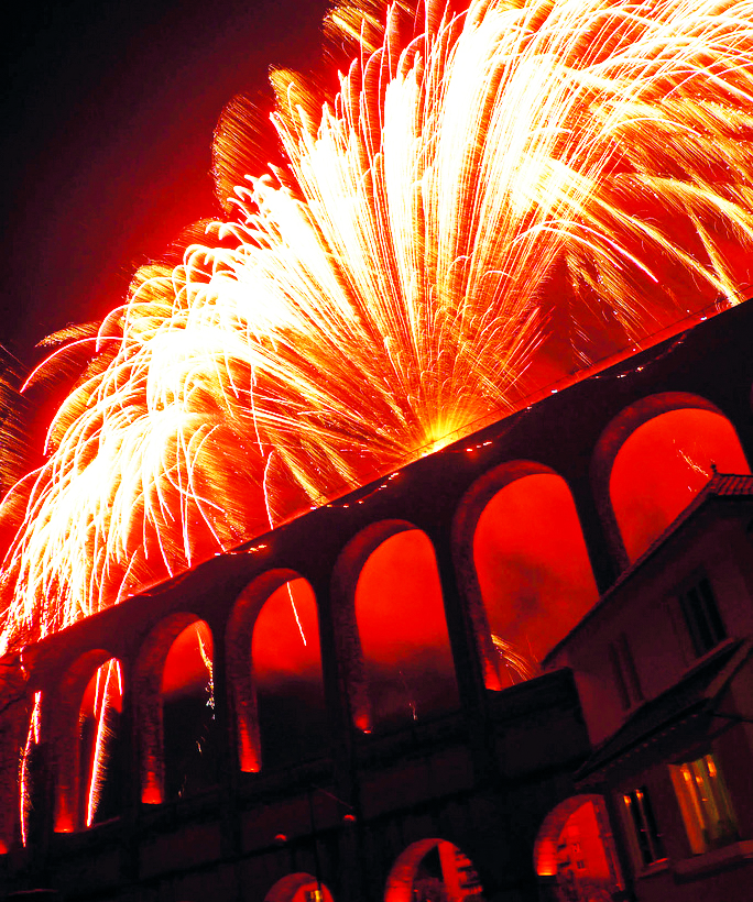 Photo du spectacle pyrotechnique sur l'Aqueduc de Cachan